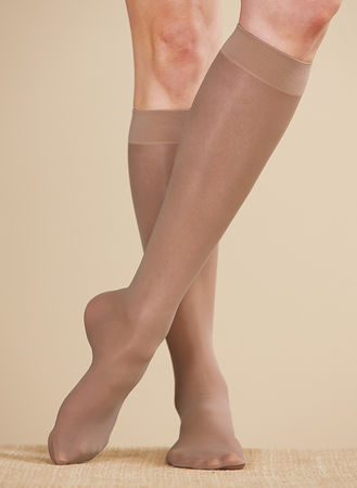 Main Women's Mild Support Sheer Knee-Highs